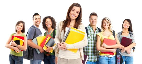Sondaj. Tinerii plecaţi la studii în străinătate nu mai vin în ţară din cauza politicii şi a corupţiei!