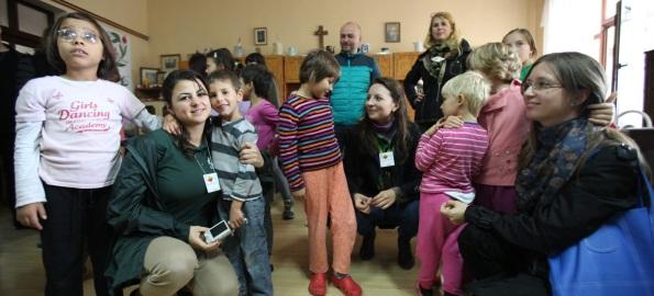 Campanie Toastmasters. Haine, rechizite şi alimente pentru casa de copii din Galoșpetreu!