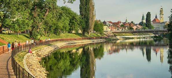 Promenadă între podul Intelectualilor şi podul Ladislau!
