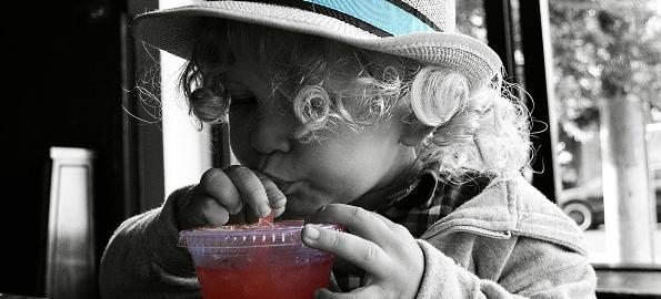 Nu daţi copiilor ciocolată şi sucuri în exces! România, locul doi în Europa la obezitate infantilă