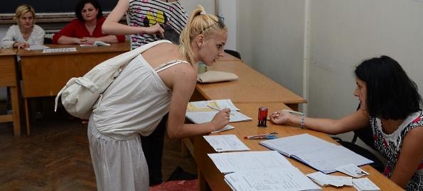 Universitatea din Oradea are disponibile 4.383 de locuri la taxă şi 1.554 la buget!