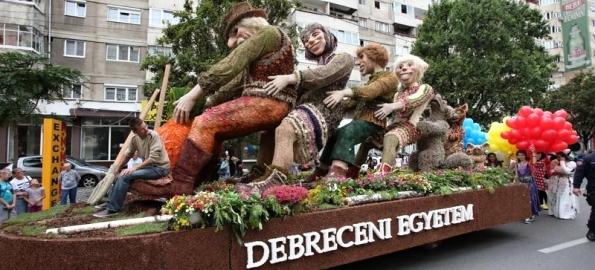 Dacă e august, e Carnavalul Florilor!