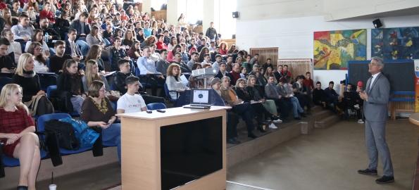 Dragoș Pîslaru le-a vorbit studenților despre cum pot contribui la transformarea României!