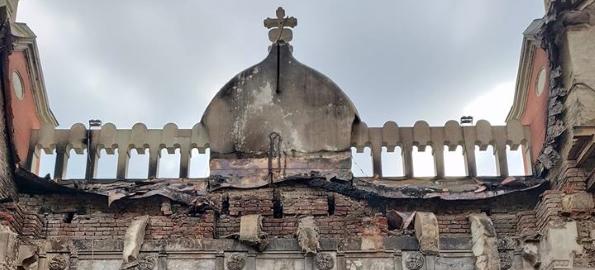 Palatul Episcopiei Greco-Catolice, grav avariat de incendiu, va fi transformat în Centru Cultural. Unde și cum puteți dona?