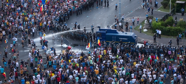 Jandarmii ar fi creat situații care să le permită să bată oamenii la protestul din 10 august 2018!