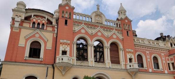 Se montează învelitoarea de țiglă a Palatului Episcopal Greco-Catolic