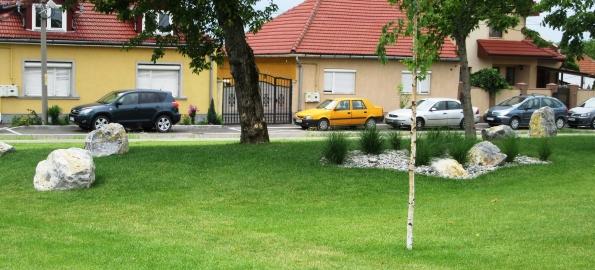 Parc public, locuri de joacă şi terenuri de sport pe strada Barcăului